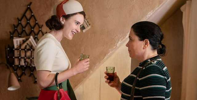 RACHEL-BROSNAHAN-AND-ALEX-BORSTEIN-AS-SUSIE-AND-MIDGE-MRS-MAISEL.jpg