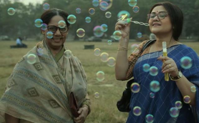 nikhita-gandhi-lends-her-voice-for-windows-productions-mukherjee-dar-bou-0001